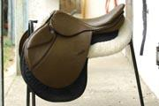 Synthetic saddle for horse riding
